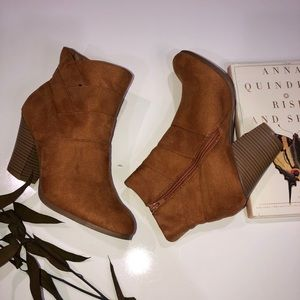 Wild diva ankle brown/tan suede booties size 8